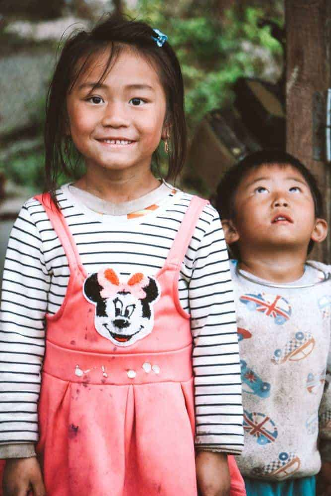 the black h'mong kids in Sapa