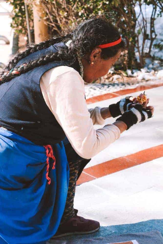 women praying in Tibet
