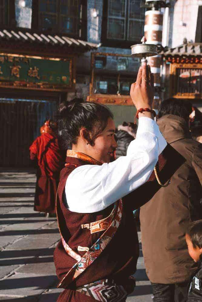 People of tibet praying