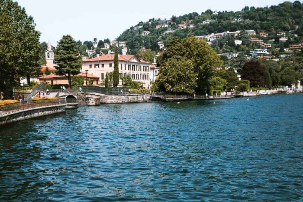 How to travel from Milan to Como by train